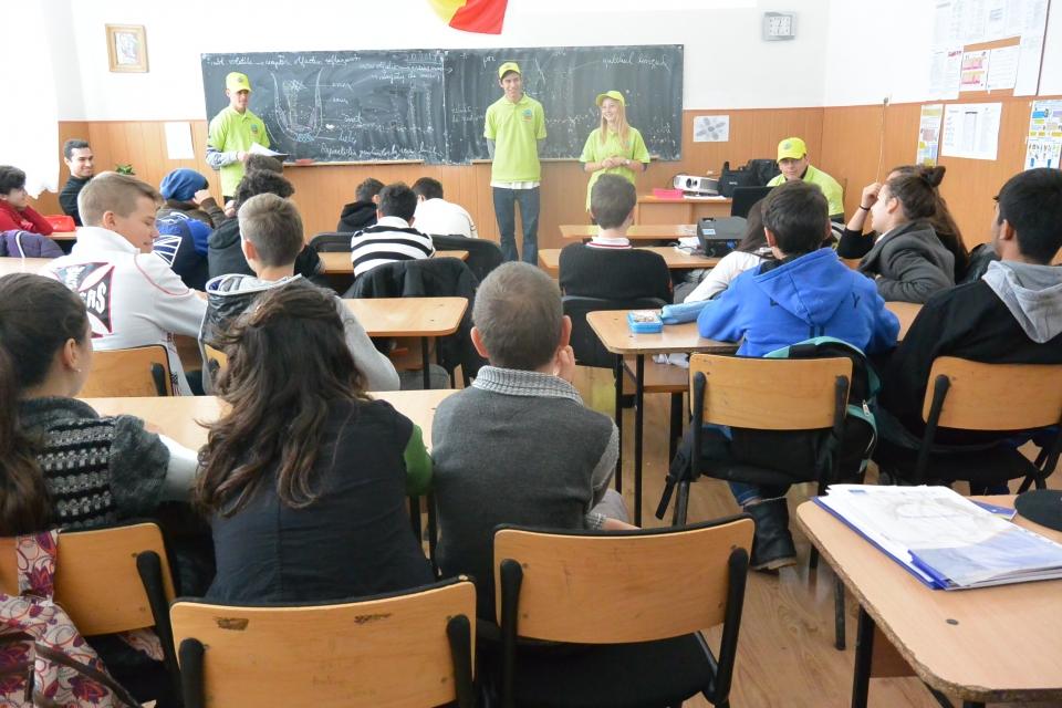 Dezbatere si concurs de sloganuri cu elevi din Școala Gheorghe Mârzescu, Iași, 2 dec 2014