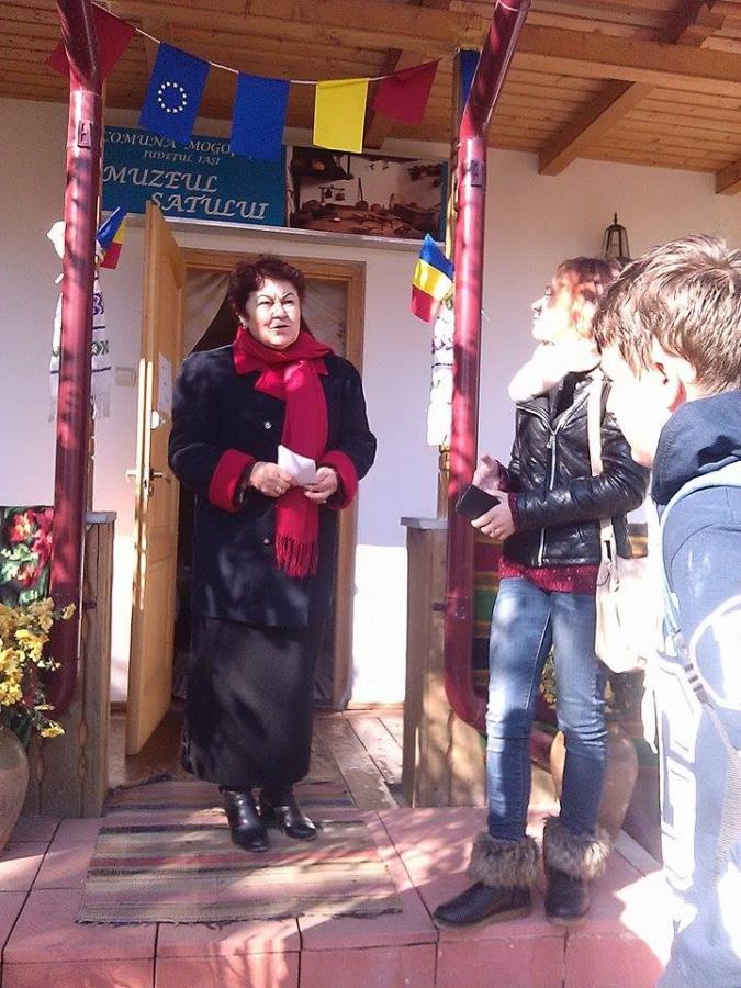 Vizită la Muzeul Satului, loc Hadâmbu, com. Mogosesti,  jud. Iasi - documentare privind tradiţiile zonei